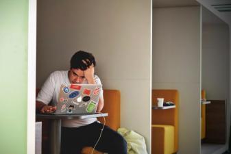 Tem se estressado muito no trabalho? Cuidado, talvez seja o início da Síndrome de Burnout